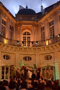 Tréteaux-Nomades-hotel-de-beauvais-theatre-plein-air