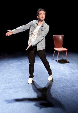 Michaël Hirsch dans pourquoi ?, De Michaël Hirsch, Ivan Calbérac, Mise en scène Ivan Calbérac, Avec Michaël Hirsch, Studio Hébertot (Paris), 15 juin 2015, © Fabienne Rappeneau