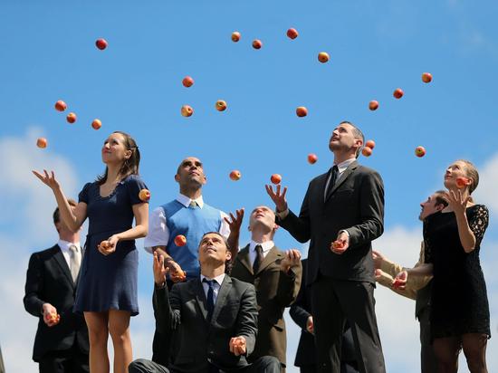 526563_gandini-juggling-au-festival-c-est-sud_094027